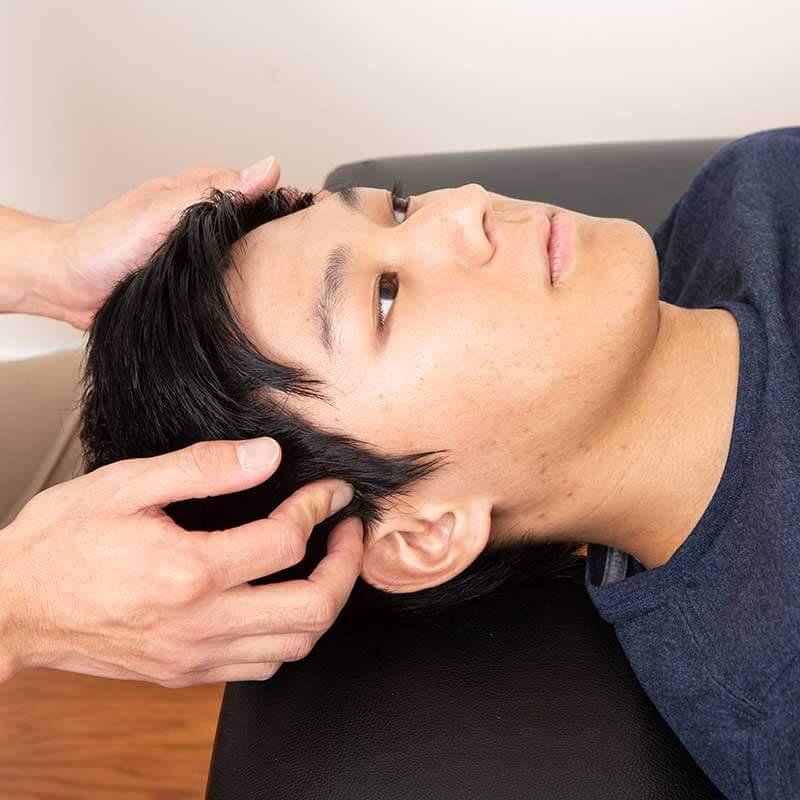 噛むときに使う側頭筋(そくとうきん)という筋肉のマッサージ